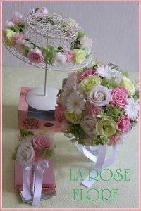 白x淡いピンクxグリーンのラウンドブーケ&花冠のセット