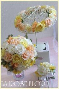 白x淡いオレンジx淡いイエローのラウンドブーケ&花冠&ブートニアのセット