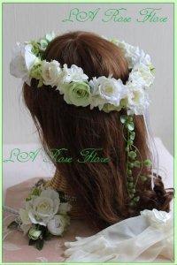 白バラとライトグリーンの花冠 グリーンネックレス付