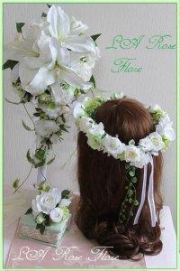 カサブランカのキャスケードブーケ&白とライトグリーンの花冠&ブートニア