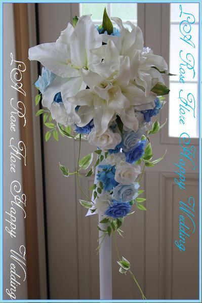 画像1: 白ユリx青x水色のキャスケードブーケ